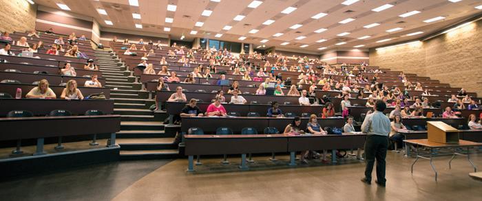 Professorat associat: experiència professional o precarització?